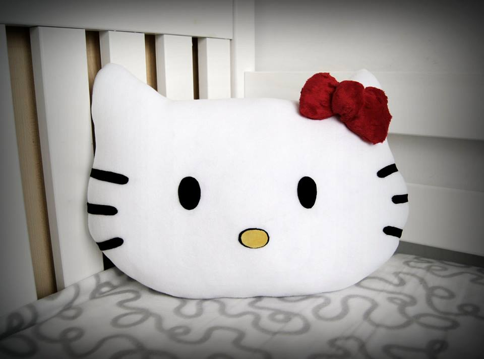 Nagroda poducha Hello Kitty z imieniem dziecka ( z tyłu ) 40x29cm- Dekoracje dla domu