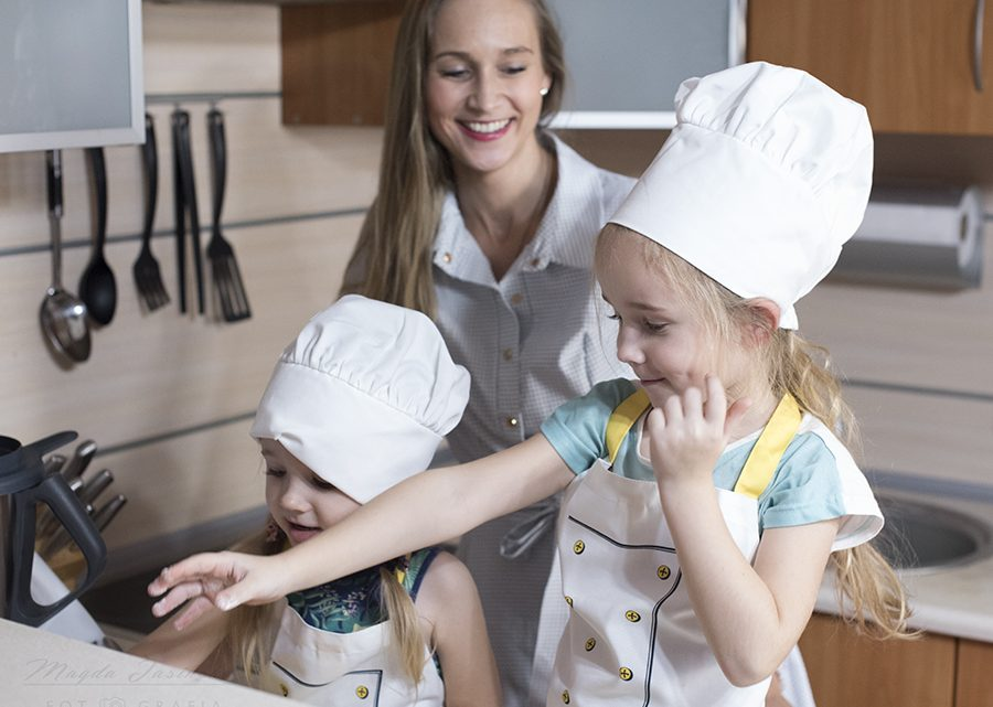 gotowanie w kuchni z dziećmi