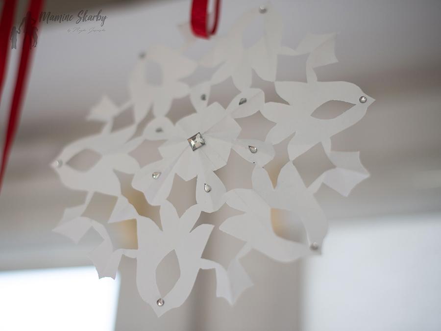jak zrobić śnieżynki z kartki papieru