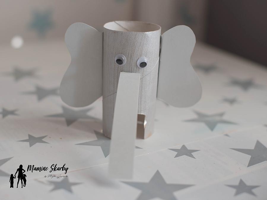 słoń z rolek