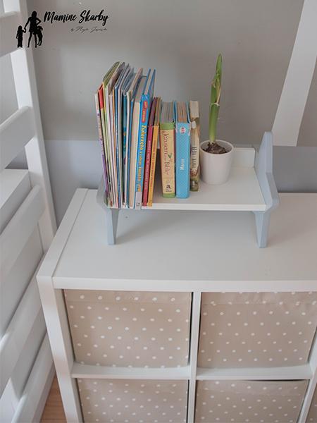 półka na książki gwaizdka