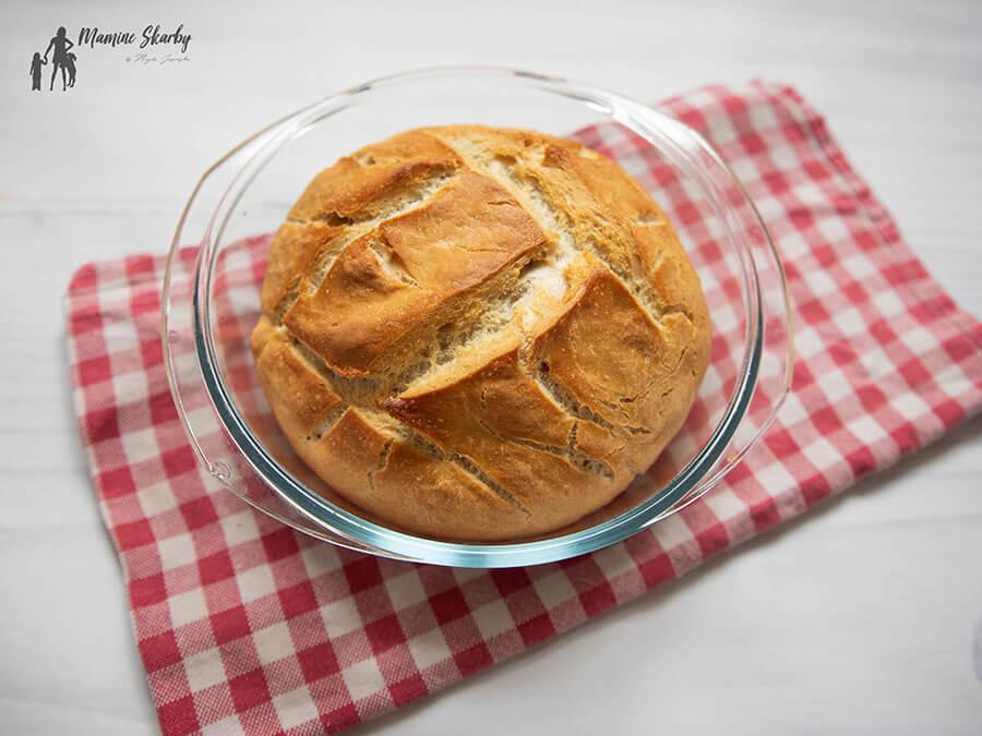 chleb w naczyniu żaroodpornym