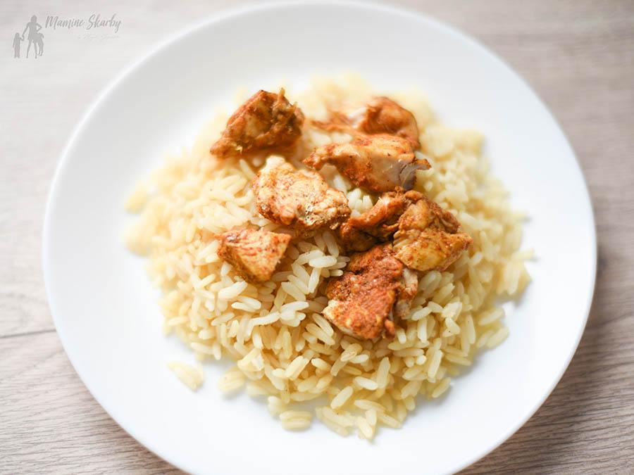 kurczak z ryżem i sosem brzoskwiniowym